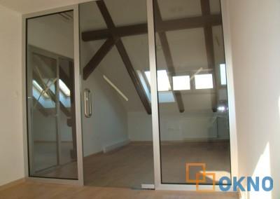 Mimokretna staklena vrata sa 2 bočna fisna djela u svom alu okviru