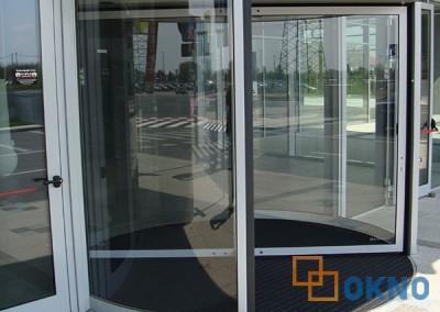 Kontinuirana fasada sa automatskim vratima