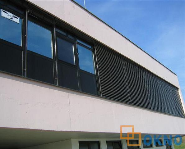 žaluzine i venecijaneri okno
